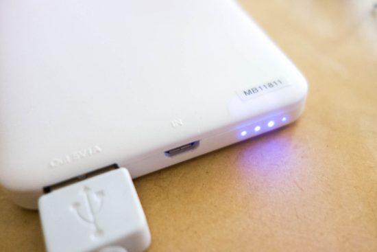 モバイルバッテリー USBポートと残量表示